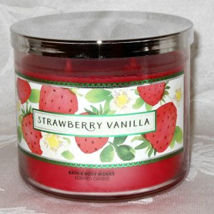 Bath and Body Works Strawberry Vanilla Candle 14.5oz